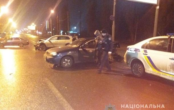 Подвійна ДТП у Харкові: авто влетіло в поліцейських і медиків