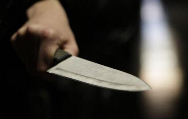 Под Запорожьем мужчина с ножом напал на людей