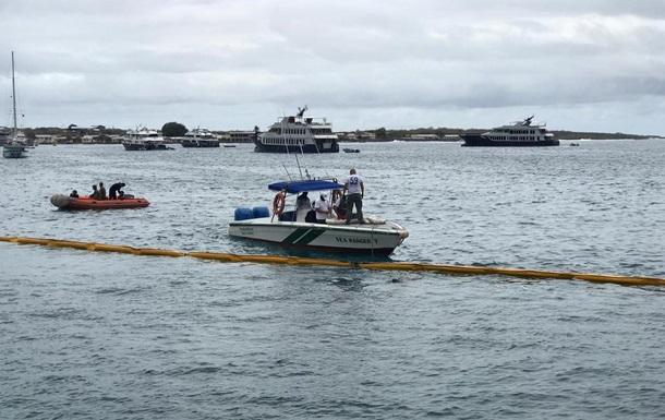 На Галапагосі оголосили режим НС через аварію баржі