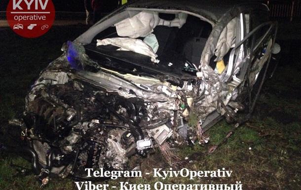 Під Києвом зіткнулися чотири авто, є постраждалі