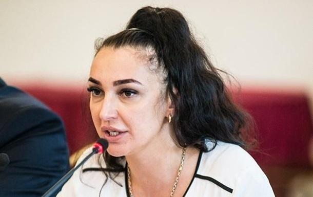 Екс-чиновницю ДМС Пімахову посадили під нічний домашній арешт