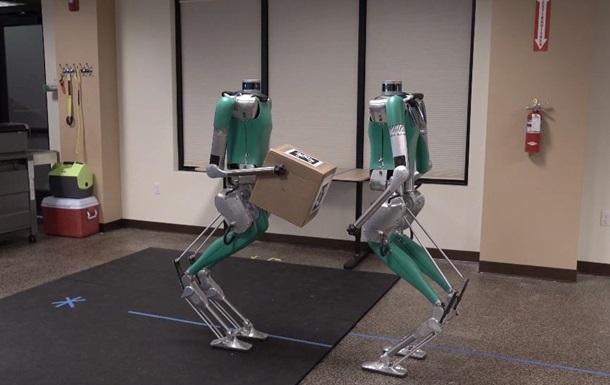 Роботів Digit навчили працювати в команді