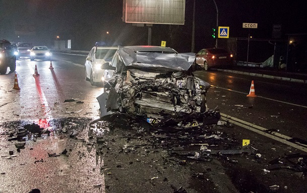 У Києві Hyundai протаранив Opel, є жертва