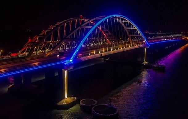 По Крымскому мосту прошел первый поезд