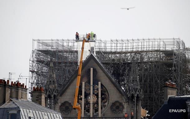 У Парижі не виключають подальшого обвалення конструкцій Нотр-Даму