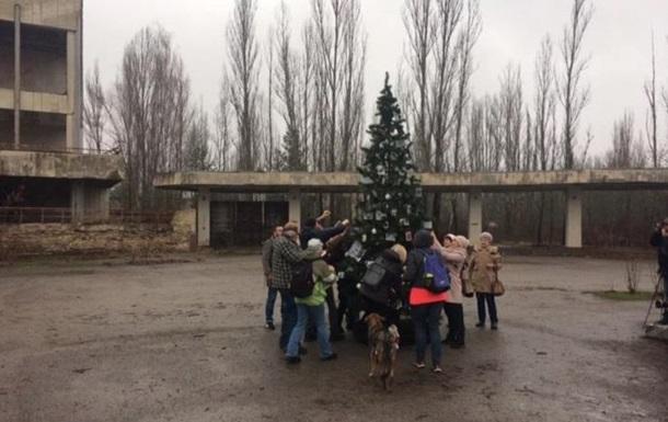 В Припяти впервые за 33 года установили елку