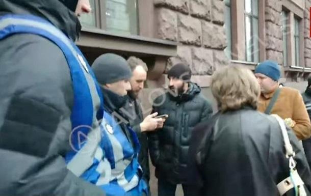 Под Госбюро расследований напали на журналиста