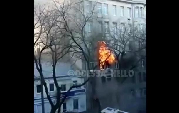 З явилося відео початку пожежі в одеському коледжі