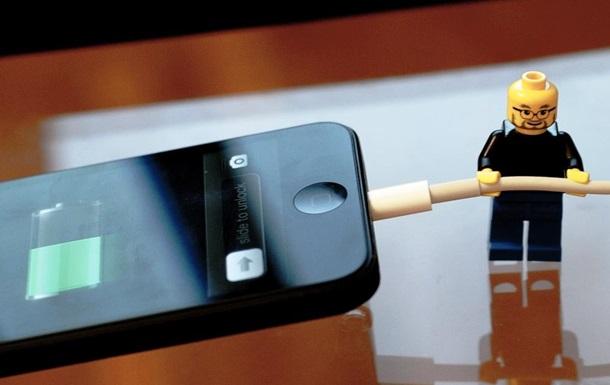 Ночная зарядка смартфонов опасна - эксперты