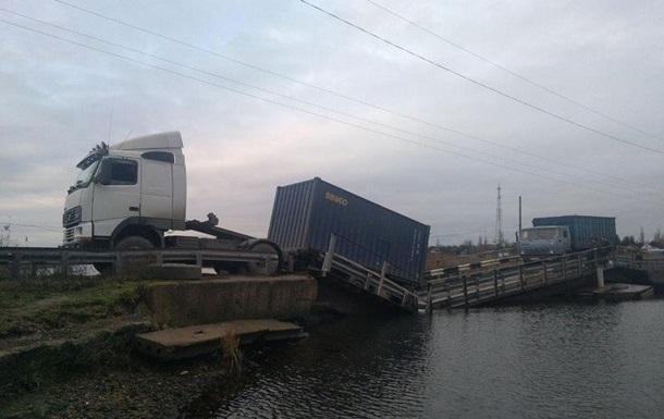 Під Миколаєвом фура  втопила  міст