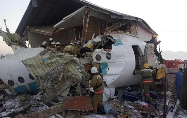 Літак, що впав у Казахстані, перед зльотом двічі зачепив хвостом смугу