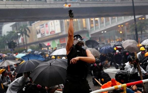 Санта не прийшов: кров, газ та масові арешти у різдвяну ніч у Гонконзі