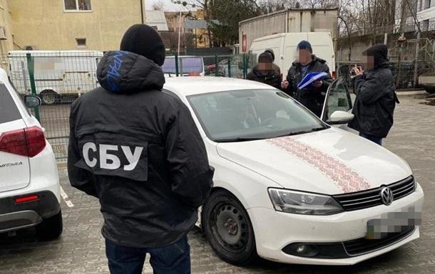 На Львівщині керівників медустанов спіймали на  відкатах