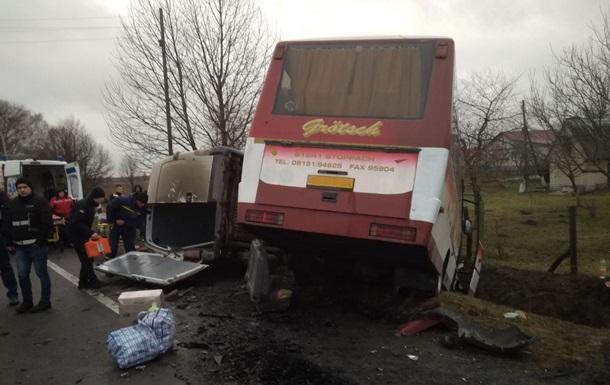 На Волыни восемь человек пострадали в ДТП с автобусом