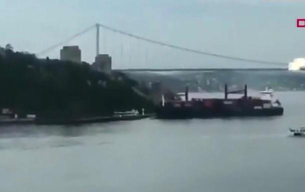 В Стамбуле корабль из Одессы протаранил набережную