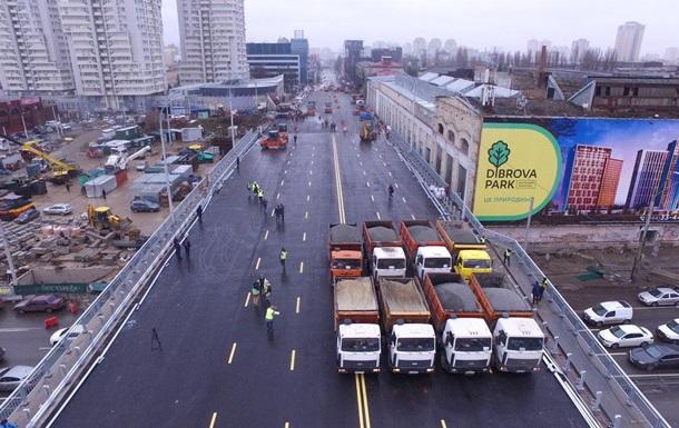 У Києві випробували на міцність новий Шулявський міст