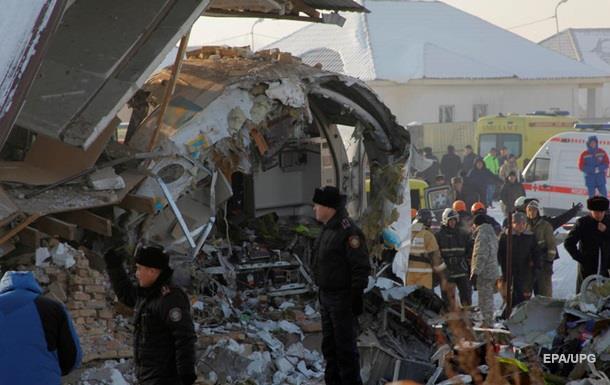Катастрофа в Казахстане. Самолет протаранил здание