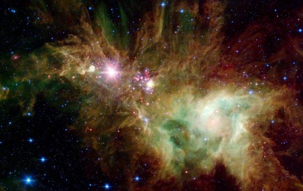 NASA показала снимки  космической рождественской елки
