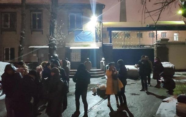 Активісти продовжують блокувати Лук янівське СІЗО