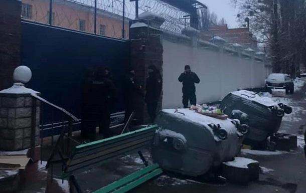 Лукьяновское СИЗО все еще в осаде