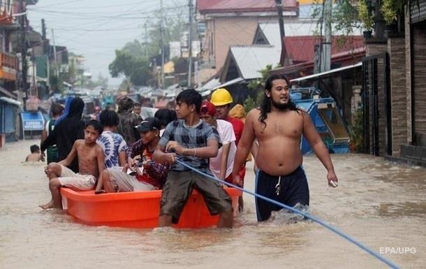 На Філіппінах зростає кількість жертв потужного тайфуну