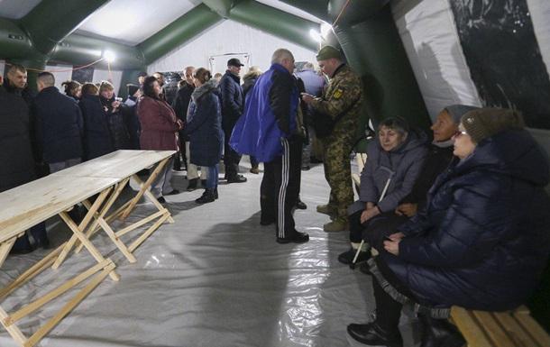 Обмен пленными: гражданских обследуют в Феофании