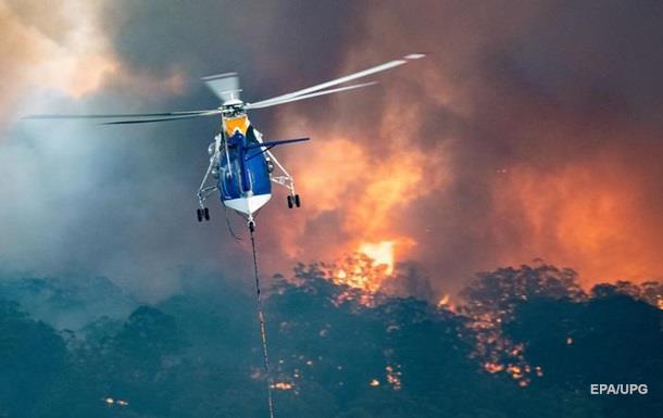 В Австралії лісова пожежа заблокувала на пляжі тисячі людей