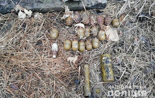 На Донбасі знайшли сховок з гранатами