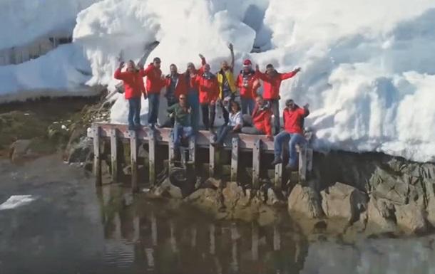 Украинцев поздравили с Новым годом из Антарктиды