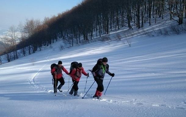 У Карпатах перед Новим роком врятували п ятьох туристів