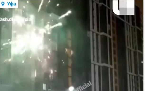 Обстрел дома фейерверками попал на видео