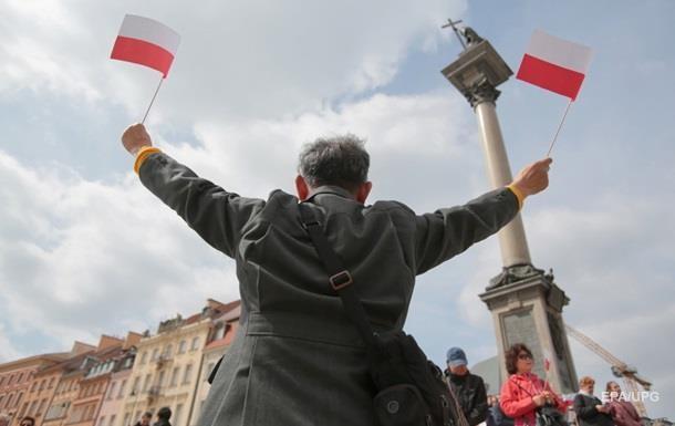 У Варшаві заявили про втручання Кремля в суперечку Польщі з ЄС
