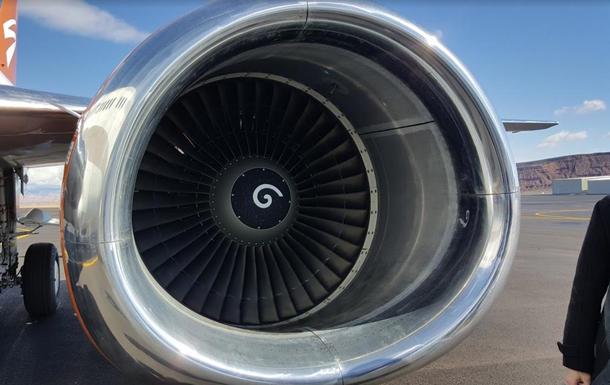 Китайца оштрафовали на $17 тысяч за  монеты  на удачу  в двигатель самолета
