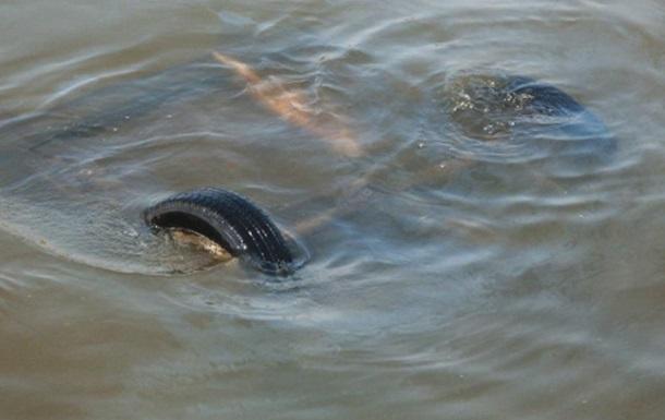 У Херсонській області автомобіль впав у море, є жертви