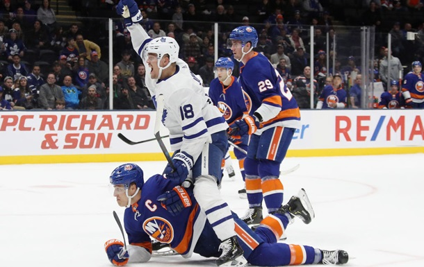 НХЛ: Аризона разгромила Филадельфию, Айлендерс проиграли Торонто