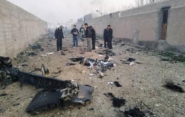 Крушение самолета: в Иране опровергают версию о ракете