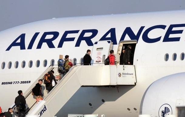 У Парижі в колодязі шасі літака знайшли тіло дитини