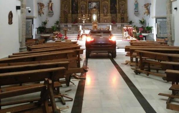 Испанец заехал в храм на авто, спасаясь от дьявола