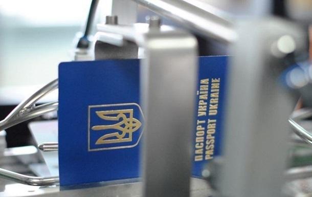 В Украине резко упало оформление загранпаспортов