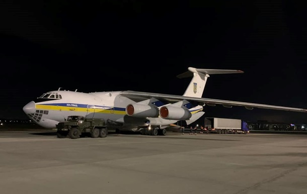 Український літак готується до вильоту в Іран