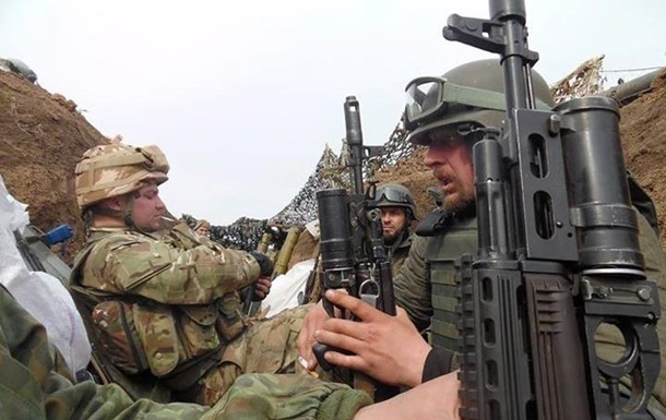 Доба на Донбасі: поранені троє військових
