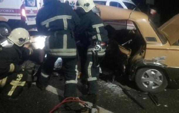 На Волыни 10 человек пострадали при столкновении двух авто