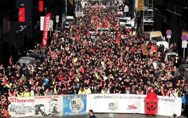 Во Франции начались очередные демонстрации против пенсионной реформы