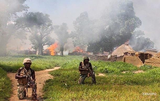 В Нигере погибли почти 100 человек при нападении на военный лагерь