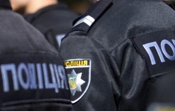 Под Киевом полицейскому пробили отверткой лицо