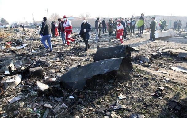 Обломки самолета МАУ свезли в ангар