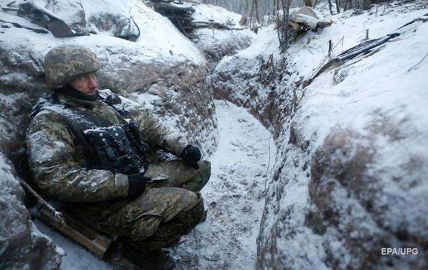 Обострение на Донбассе: ранены трое военных
