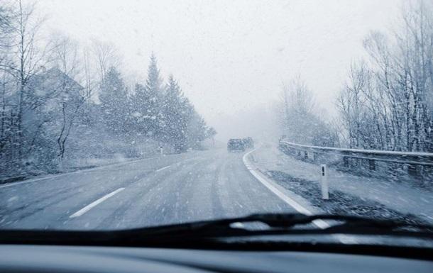 Водіїв попередили про складні дорожні умови