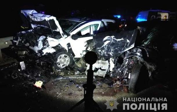 Под Дубно произошло ДТП с четырьмя авто: трое пострадавших