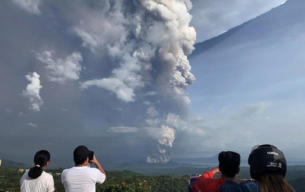 На Філіппінах евакуюють 8 тисяч жителів через активність вулкану